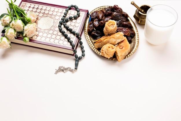 Vista superior mesa festiva muçulmana