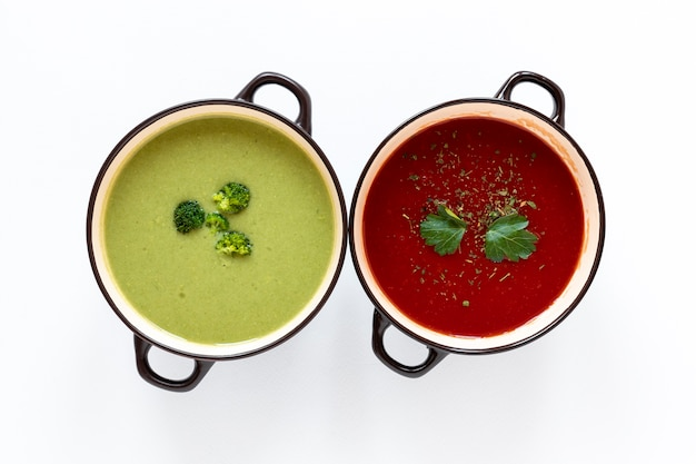 Vista superior minimalista de sopas de creme de legumes