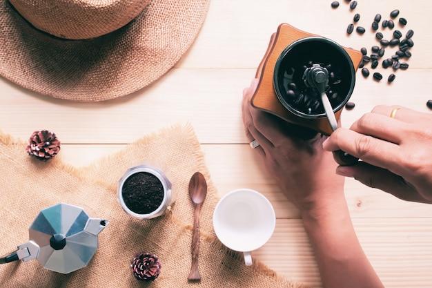 Vista superior, moedor de café manual, amante do café