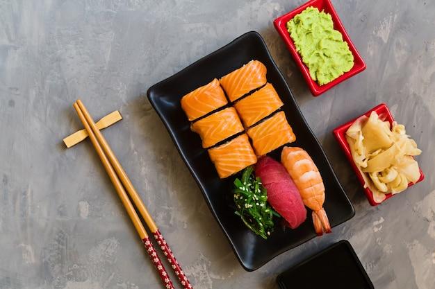 Vista superior no sushi japonês tradicional