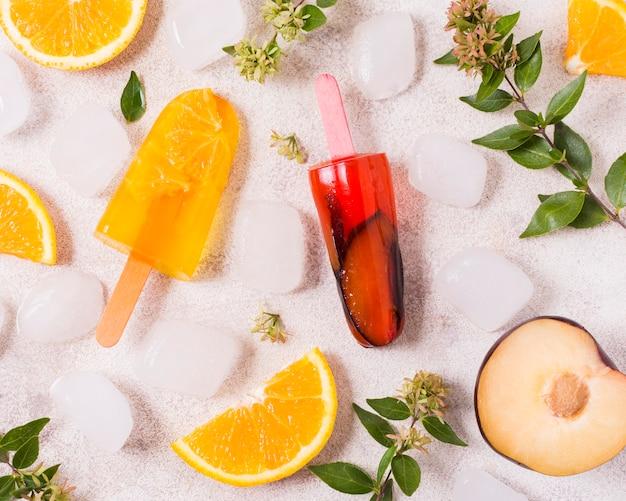 Vista superior palitos de sorvete frutas sabor