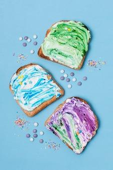 Vista superior pão torrado com sorvete