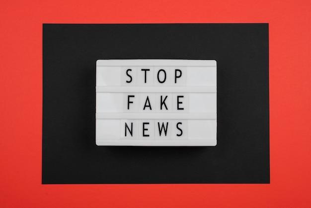 Vista superior parar conceito de notícias falsas