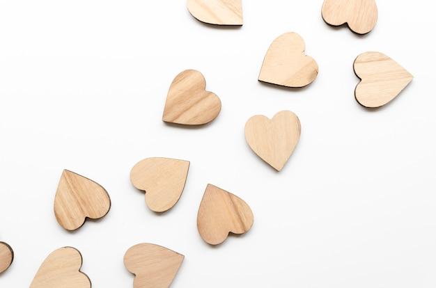 Vista superior pequena coleção coração de madeira