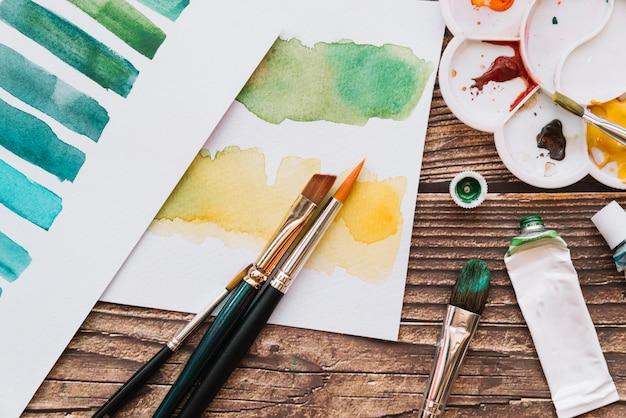 Vista superior pintura e conceito de arte