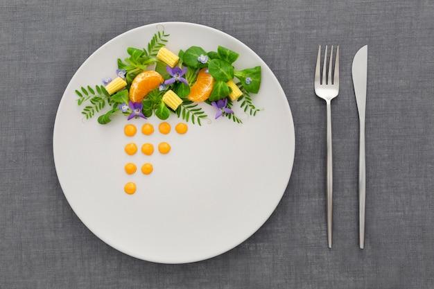 Vista superior prato elegantemente arranjado