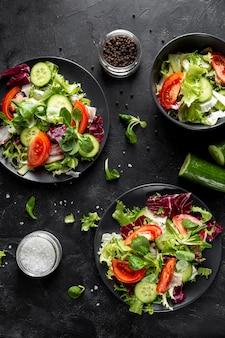 Vista superior pratos com salada