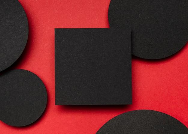 Vista superior preto pedaço de papel e pontos