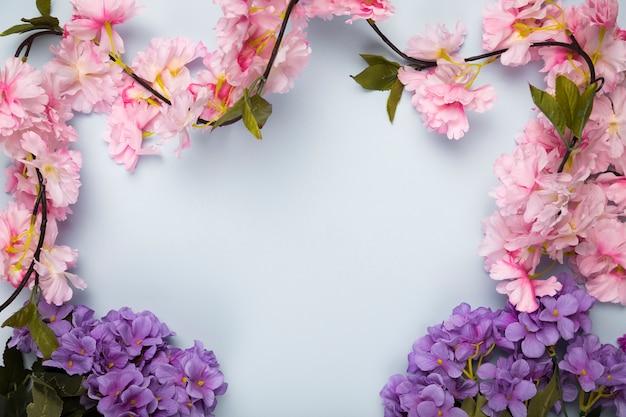 Vista superior quadro de flores desabrochando