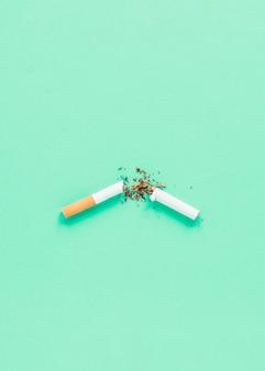 Vista superior quebrado cigarrete