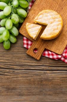 Vista superior queijo orgânico com espaço de cópia