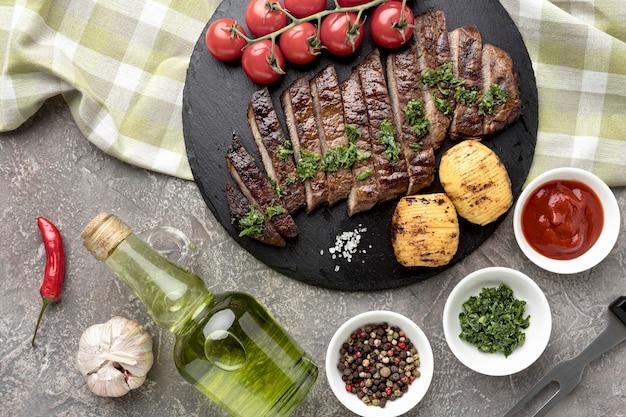 Vista superior saborosa carne cozida