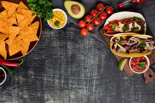 Vista superior saborosa comida mexicana com espaço de cópia