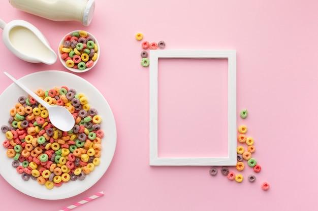 Vista superior saboroso cereal e moldura com espaço de cópia