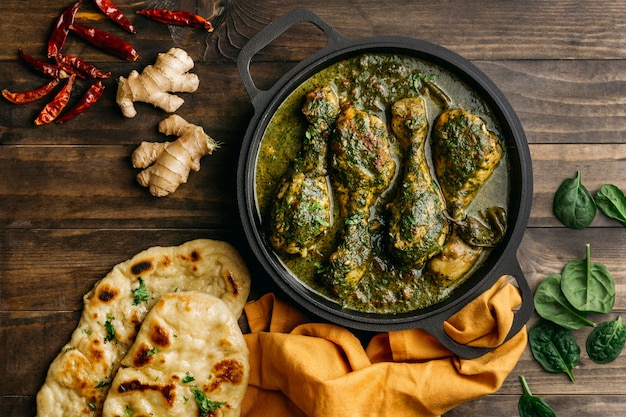 Vista superior saboroso prato paquistanês