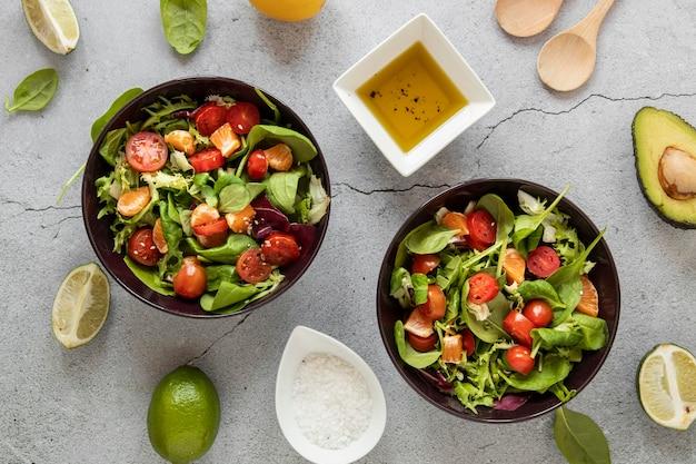 Vista superior saboroso tempero de salada