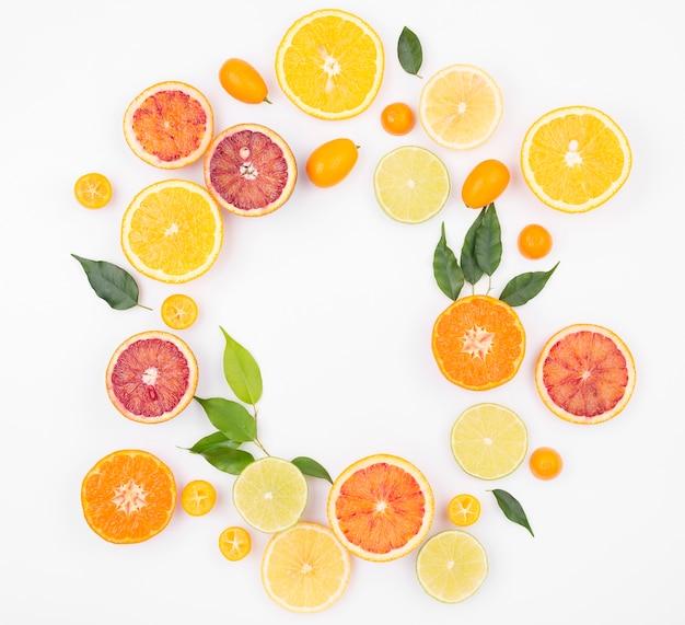 Vista superior seleção de frutas frescas na mesa