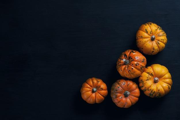 Vista superior sobre as abóboras laranja