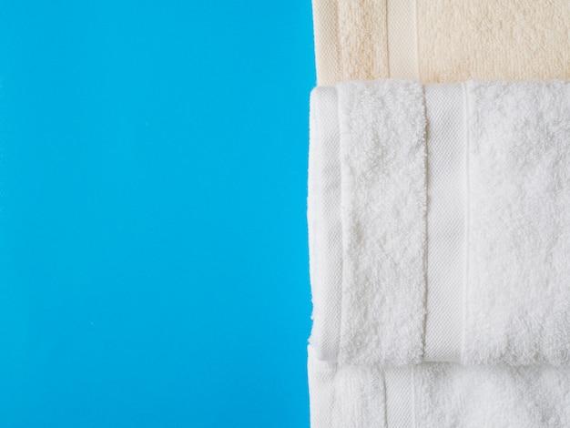 Vista superior toalhas com espaço de cópia