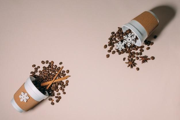 Vista superior torrado grãos de café canela