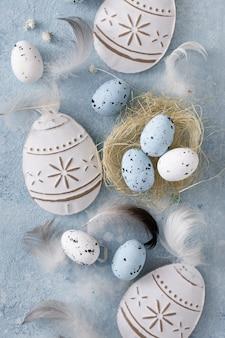 Vista superior tradicional conceito de ovos de páscoa