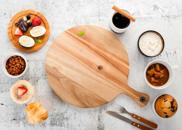 Vista superior variedade de ingredientes do café da manhã