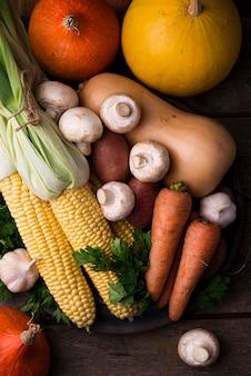 Vista superior variedade de vegetais de outono