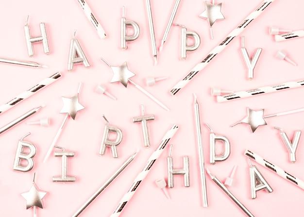 Vista superior variedade de velas de aniversário