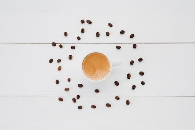Vista superior, xícara chá, cercado, por, grãos