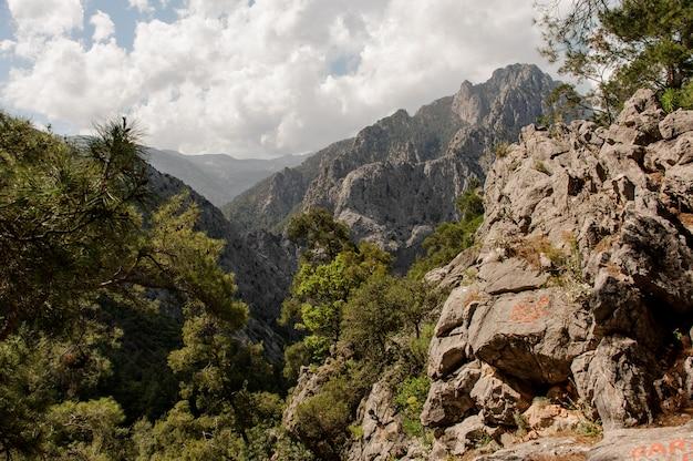 Vista surpreendente no topo das montanhas