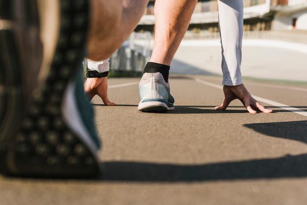 Vista traseira, de, corredor, em, começando posição