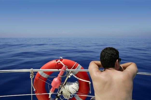 Vista traseira, de, seascape, de, bote, em, a, mar