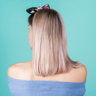Vista traseira do cabelo bonito