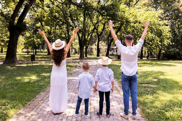 Vista traseira, família, passar tempo, junto