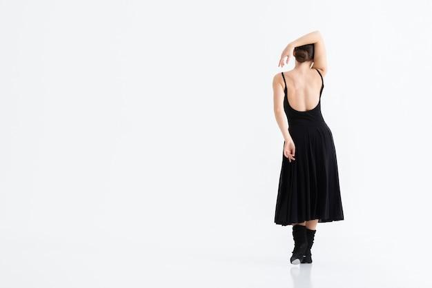 Vista traseira jovem bailarina com espaço de cópia