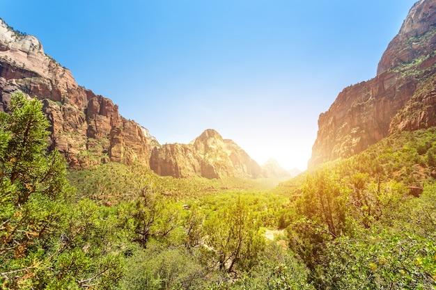 Vista virgem do parque nacional de zion ao pôr do sol