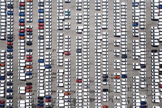 Vistas aéreas com estacionamento