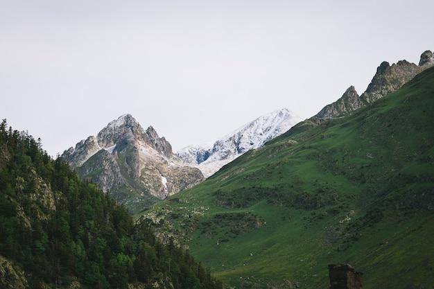 Vistas da montanha a partir dos banhos termais da catalunha