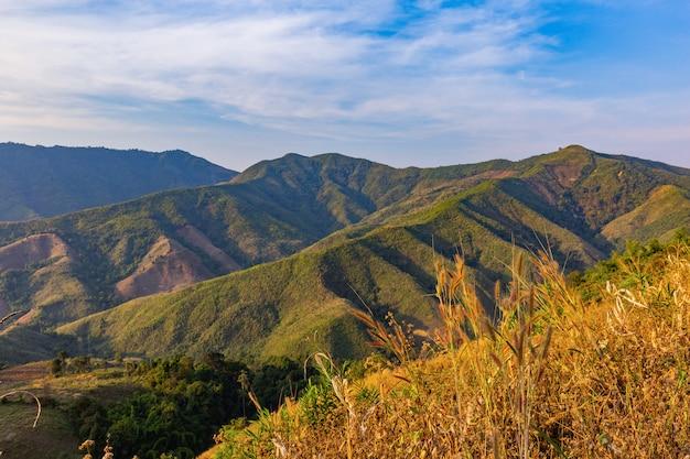 Vistas da montanha na área da província de nan, tailândia