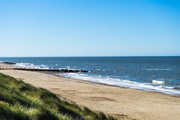 Vistas das dunas de areia na costa norte de norfolk