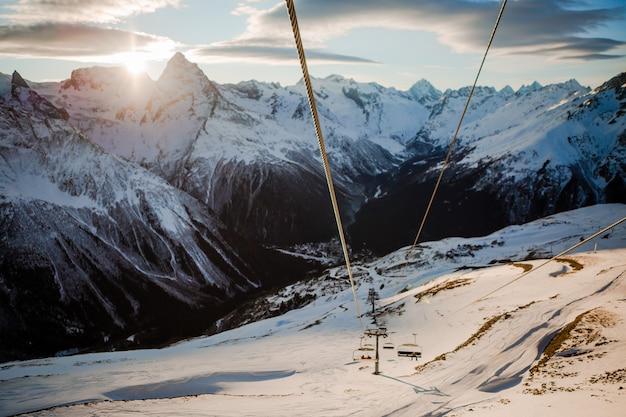 Vistas das montanhas nevadas