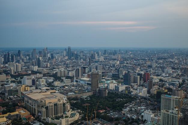 Vistas de bangkok no baiyoke sky hotel, a torre mais alta da tailândia