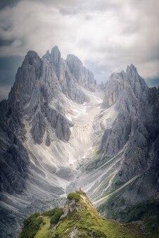 Vistas deslumbrantes nas proximidades dos três picos de lavaredo, dolomitas italianas