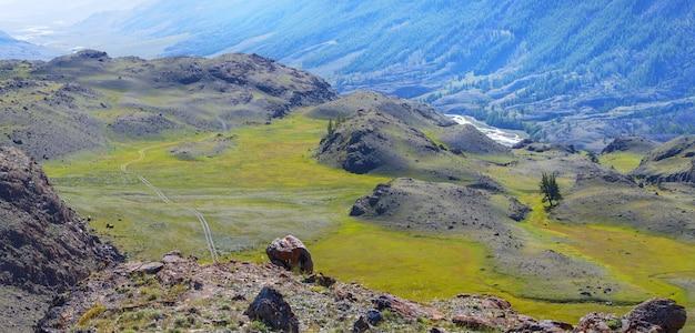 Vistas panorâmicas do vale da montanha