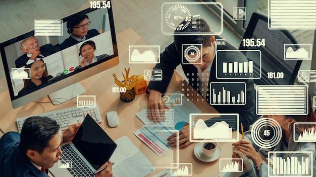 Visual criativo de executivos em uma reunião de equipe corporativa em videochamada