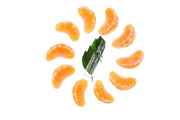 Vitamina c em ampola, tangerina. conceito de cosméticos orgânicos