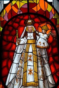 Vitral da virgem maria, virgem maria de quito, panecillo hill, quito, equador