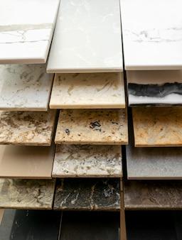 Vitrine com amostras de textura de pedra decorativa de mármore natural para interior