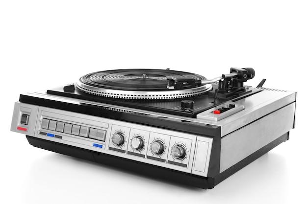Vitrola de vinil vintage com toca-discos isolado no branco