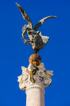Vittoria alata estátua no altar da pátria em roma